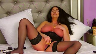 SophyDavis – She Does Everything For Pleasure