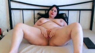LorenaDelight – Curvy Goddess Rubbing Clit